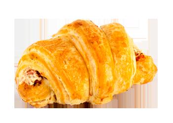 Croissant plnený bryndzovou náplňou a slaninkou