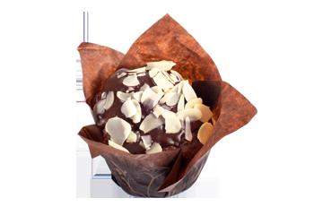 Muffin mit Kakaofüllung, Schokoladenüberzug und Mandelaufstrichen